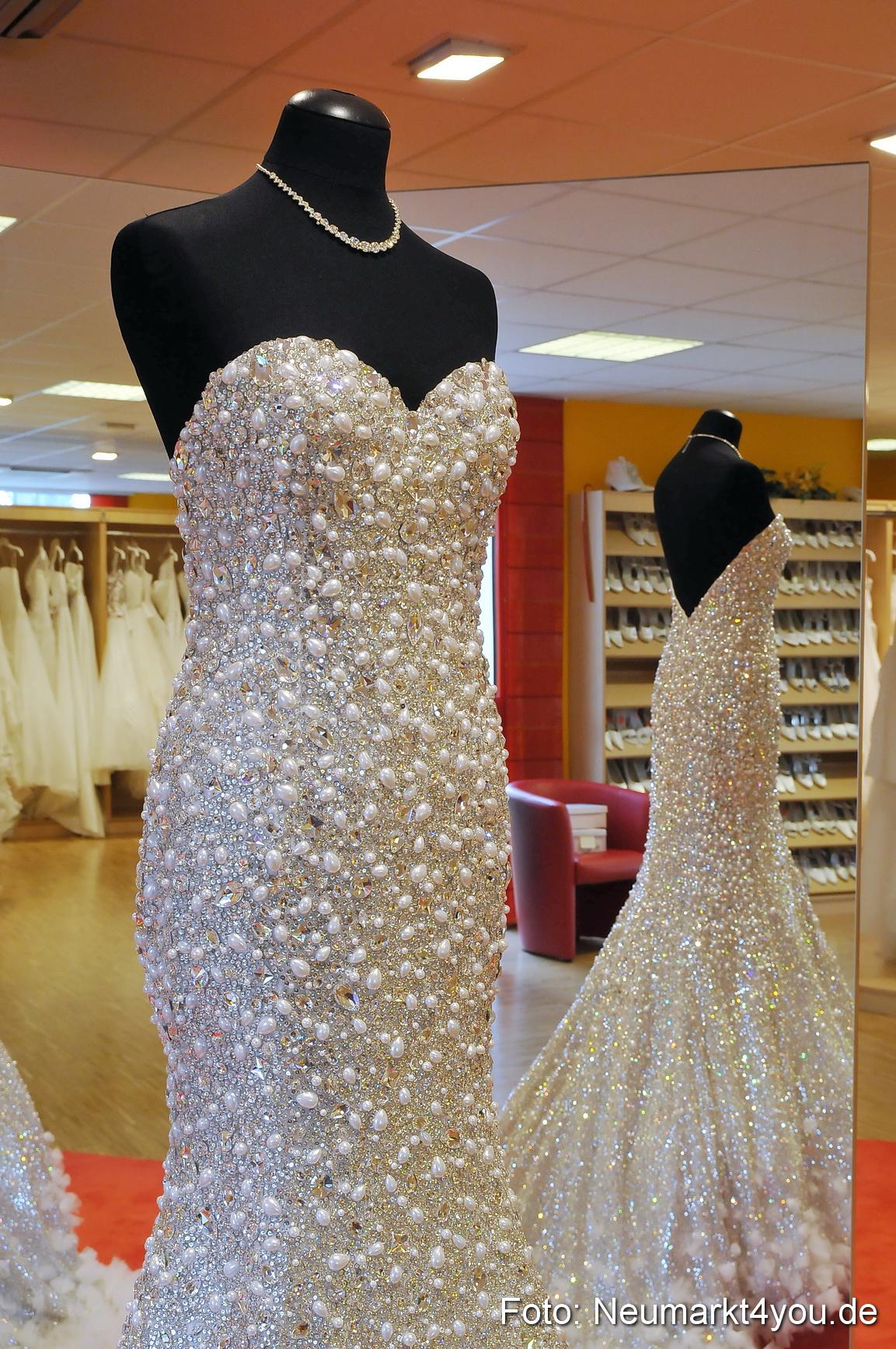 Groß Brautkleider Mit Steinen Fotos - Hochzeit Kleid Stile Ideen ...