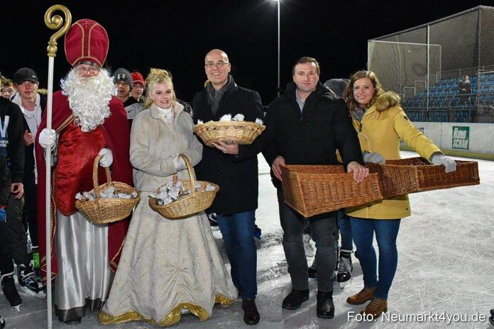 Eröffnung der Eislaufbahn mit dem Neumarkter Christkind und dem Nikolaus