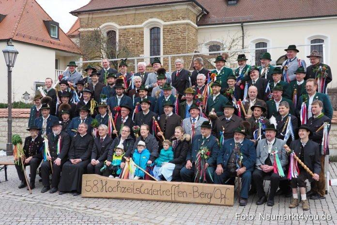 Die bayerisches Hochzeitslader trafen sich am Sonntag in Berg